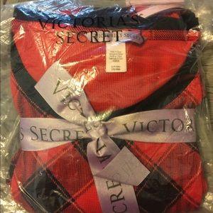 Victoria's Secret Intimates & Sleepwear - Victoria's Secret Red/Black Buffalo Thermal PJ Set